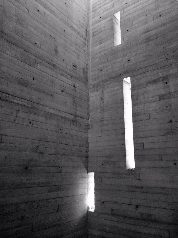 Cubo de escaleras de concreto aparente; Casa Coyoacan ...