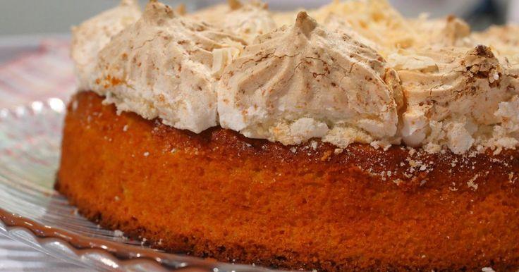 Aprende a preparar esta receta de Budín húmedo de mandarinas y coco, por Osvaldo Gross en elgourmet