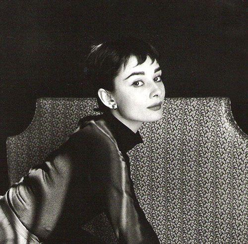 by Cecil Beaton    I love Audrey!!Cecil Beaton, Beautiful Audrey, Hair Cuts, Beautiful Women, Classic Beautiful, Audrey Hepburn, Photographers Cecil, Hepburn Photographers, Beaton Photographers