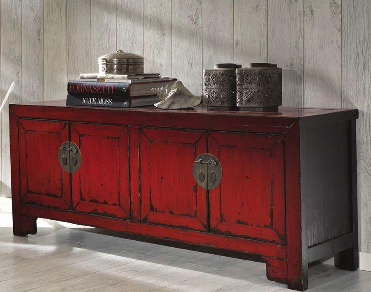 Fannah - Mobile/buffet porta tv in legno di betulla laccato rosso con quattro ante. Dimensioni 40 X 146 H. 56. Colore rosso.