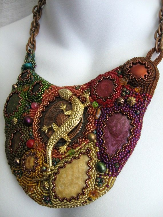 Gecko with bead embroidery - beautiful!