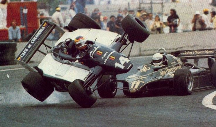 Roberto Guerrero (Ensign-Ford) & Elio de Angelis (lotus-Ford) Grand Prix des USA - circuit de Detroit 1982