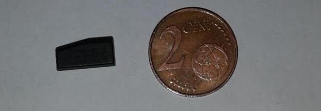 Roma, usavano un chip per rubare le auto: sgominata la banda del wireless