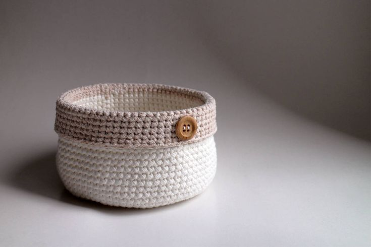 Biely s béžovým okrajom | drevený gombík