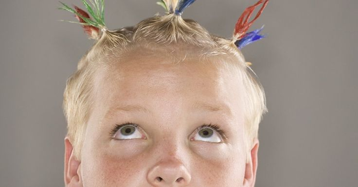 """Peinados para el día de peinados locos en la escuela. Aunque los días anuales de peinados locos en las escuelas han estado presentes desde por lo menos los años 80, la publicación de Barney Saltzbergo del libro para niños del 2004 """"Día del cabello loco"""" trajo nueva vida a esta idea. Hoy, este tipo de eventos en el calendario escolar, promueve el poder de la literalidad y le da a los estudiantes la ..."""