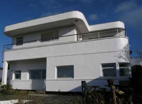 Four-bedroom 1920s art deco house in Truro, Cornwall