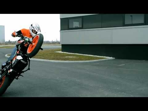 Ktm Duke 125 Stunt 2011 - YouTube
