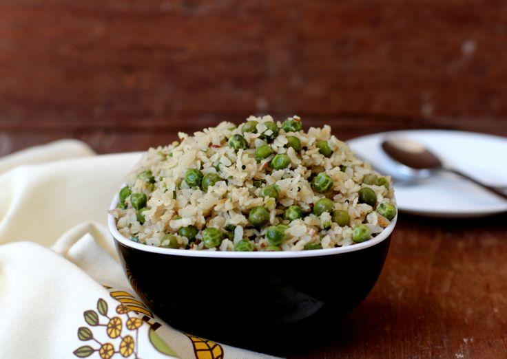 Banarasi style poha (beaten rice flakes) and green peas breakfast dish flavored with garam masala and fresh coriander.