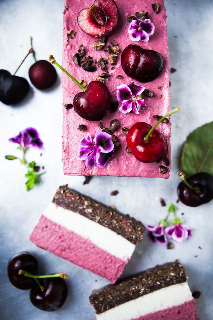 raw vegan three layered cherry parfait - semifreddo raw e vegan alle ciliegie a tre strati