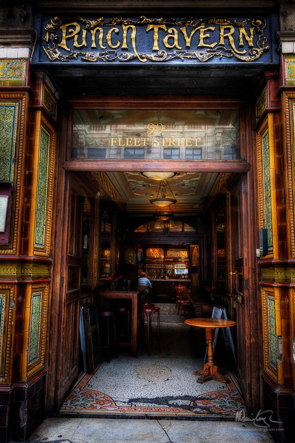 The Punch Tavern, Fleet Street, London, England