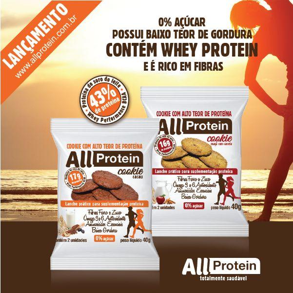Cookies proteicos de cacau e maçã com canela da All Protein  Os cookies proteicos chegaram! Finalmente uma opção prática e saudável com alto teor de proteína e muito sabor!  Ideais para consumir antes ou após os exercícios ou como lanches práticos entre as principais refeições, os cookies All Protein tem em sua composição proteínas de alto valor biológico (whey protein). A embalagem de 40g (2 unidades) possui 17g de proteína no sabor cacau e 16g de proteína no sabor maçã com canela.