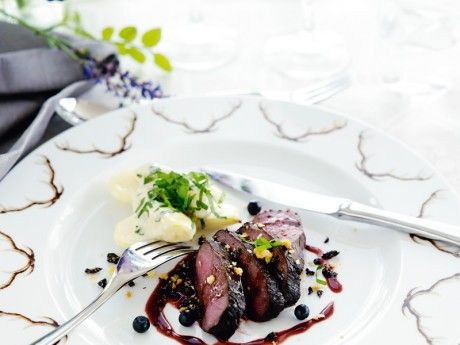 Deer fillet with asparagus, potatoes and blueberry sauce