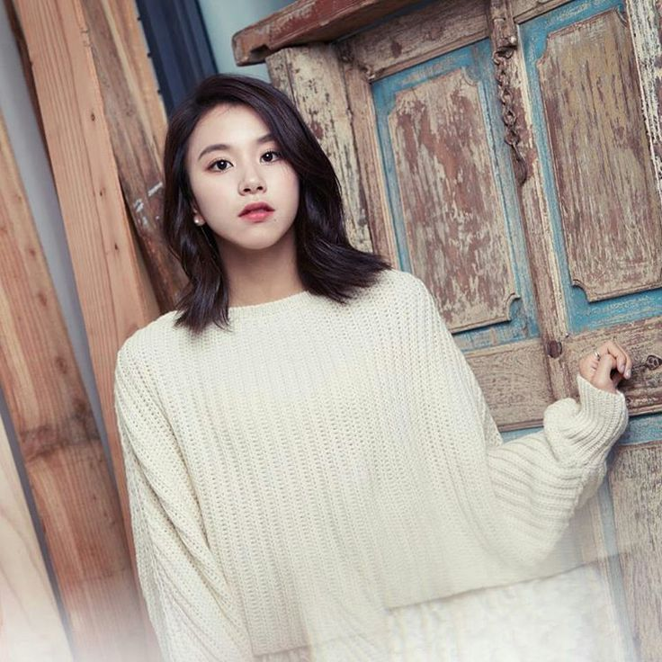 Кореянка с короткими волосами