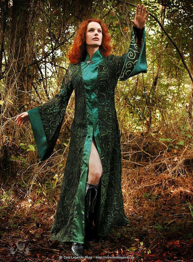 Grüne Robe, Elbenkleid mit Stehkragen