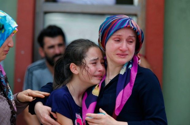Death Toll at 41 in Triple Suicide Bombing at Istanbul Airport: 'You Can Hear That People Are Wailing Here' - http://www.theblaze.com/stories/2016/06/29/death-toll-at-41-in-triple-suicide-attack-at-istanbul-airport/?utm_source=TheBlaze.com&utm_medium=rss&utm_campaign=story&utm_content=death-toll-at-41-in-triple-suicide-attack-at-istanbul-airport