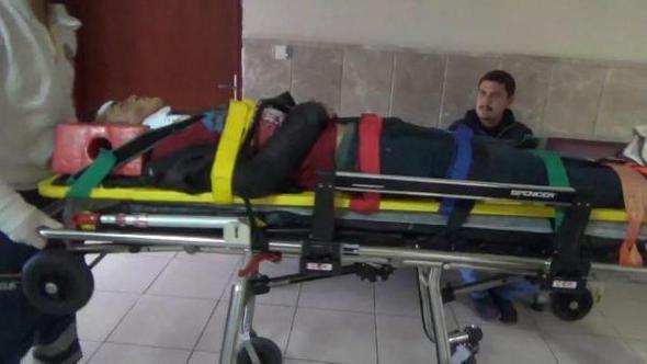 Afganistan uyruklu Genç köylüler tarafından başından ağır yaralı bulunup, hastaneye kaldırıldı.