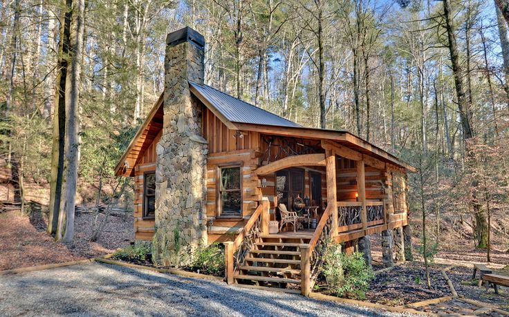 log cabin with dovetail corners in the blue ridge