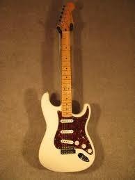 Fender American Deluxe Stratocaster, Olympic White, Mapleusa - $ 2.500.000