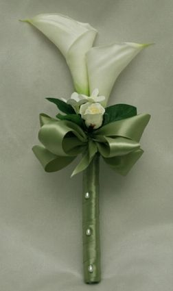 not a fan of calla lilies, but this is a nice example for those looking for a sleek modern bouquet