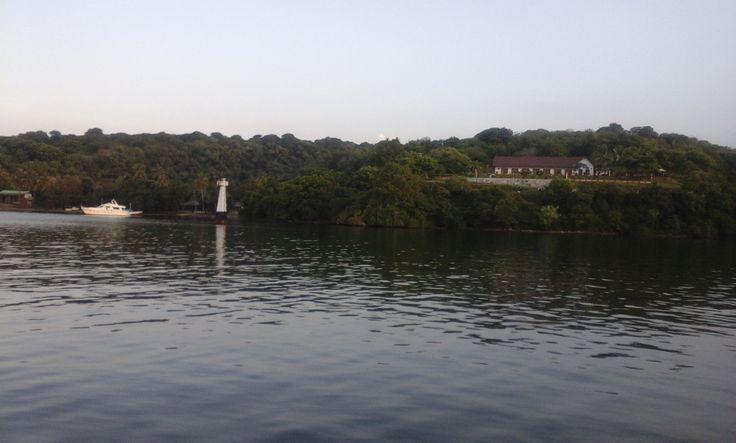 Kiri : Dermaga Amanwana Kanan : Hotel Laguna Biru