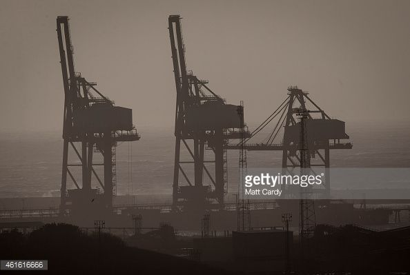 461616666-cranes-are-seen-at-the-dockside-on-january-gettyimages.jpg (594×399)