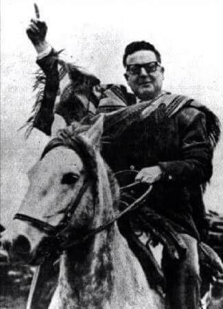 """Nadia Gutiérrez en Twitter: """"Durante la campaña de 1964 (vía @BibliotecaSAG) #AllendeVive http://t.co/OD2cRHRyjs"""""""