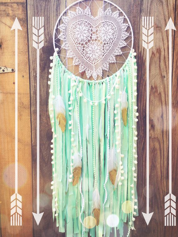 Pom Pom Mint, weiß & Gold Glitter Feder Shabby Chic Spitzen Herz Häkeldeckchen Boho Zigeuner Dreamcatcher / / m Kinderzimmer Dekor / / Wandbehang
