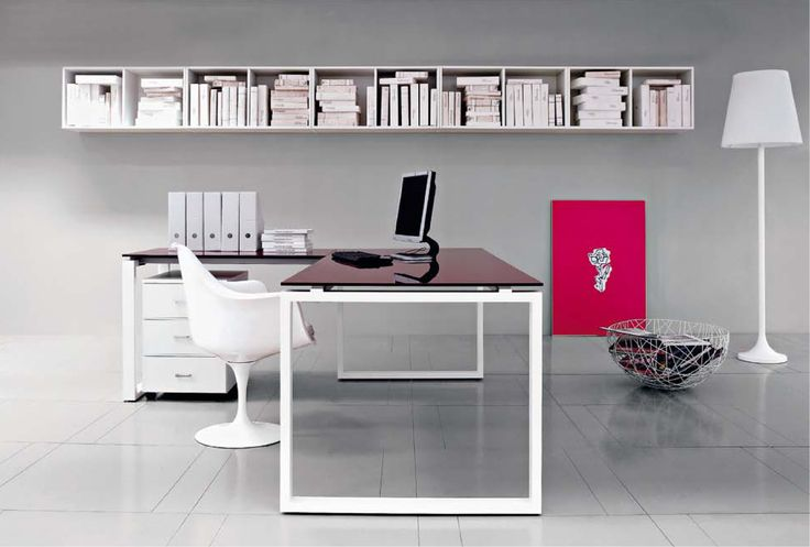 The Vista collection has been developed as an office furniture line both functional and light, an expression of a design that underlines and combines simplicity with a pleasant environment.