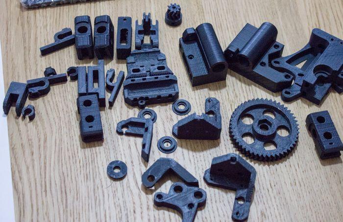 """En esta guía aprenderás cómo construir con tus manos tu propia impresora 3D """"Prusa i3"""" paso a paso con componentes sencillos de encontrar."""