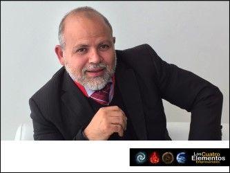 #4elementosempresariales LOS 4 ELEMENTOS EMPRESARIALES, MIGUEL URIBE. Miguel Uribe especialista en servicio al cliente, durante su intervención en la conferencia los 4 elementos empresariales en Centro citibanamex, abordó temas como el uso de un correcto lenguaje corporal en el servicio al cliente. www.estrategiasparaventas.com