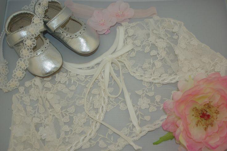Ook voor de allerkleinste meisjes kan je goed slagen bij Corrie's bruidskindermode. Voor mooie jurken voor baby's en de accessoires die er bij horen. Bruidskinderen, bruidsmeisjes, bruidsmeisje, doopjurk doopkleding, doop, communie, communiejurk, trouwen, bruiloft, huwelijk. bruidskindermode.nl