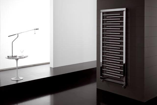 tao system - Due collettori girevoli che si aprono e si chiudono, dando vita ad un radiatore di design utile come separè e per accedere facilmente alla pulizia della parete.