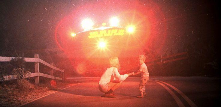 #Sony Pictures released a mysterious #trailer for 40th #Anniversary of #StevenSpielberg 's #CloseEncountersoftheThirdKind . - スティーヴン・スピルバーグ監督が、#UFO 事件を題材にしたSF映画「第三種接近遭遇」のミステリアスな予告編をリリース - #映画 #エンタメ #セレブ & #テレビ の 情報 ニュース from #CIAMovieNews / CIA こちら映画中央情報局です