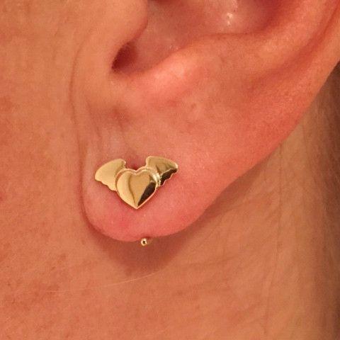 Odile Hart met vleugels oorbel 14k goud – Saddal jewels Amsterdam