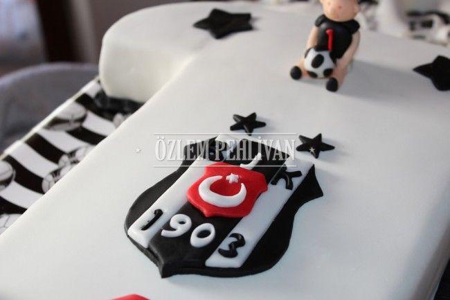 Toprak'ın Beşiktaş'lı 1 Yaş Pastası « Özlem Pehlivan #Besiktas #futbol #taraftar #siyah beyaz #butik #pasta #football #fan #black #white #boutique #cake