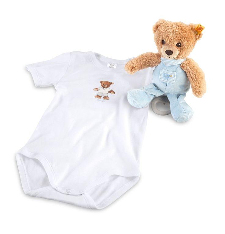 """Steiff - Geschenkset Schlaf-gut-Bär Spieluhr blau. Das Geschenkset Schlaf-gut-Bär Spieluhr ist für alle neuen Erdenbürger ein wunderbares Geschenk. Das Set beinhaltet eine Spieluhr und einen Body. Beides ist für Kinder unverzichtbar in den ersten Lebensmonaten.  Schlaf-gut-Spieluhr: aus Plüsch für babysanfte Haut  Spieluhrmelodie: """"Schlaf, Kindlein, schlaf""""  Body: 100% Baumwolle, Größe: 62  Waschbarkeit: waschmaschinenfest bei 30°C Melodie Dauer: ca. 1 1/2 Minuten"""