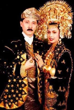 Traditional wedding Roki costumes from west Sumatra.- Indonesia
