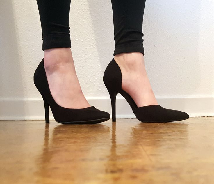 Perfect pumps. Black, open inside, sexy and feminine