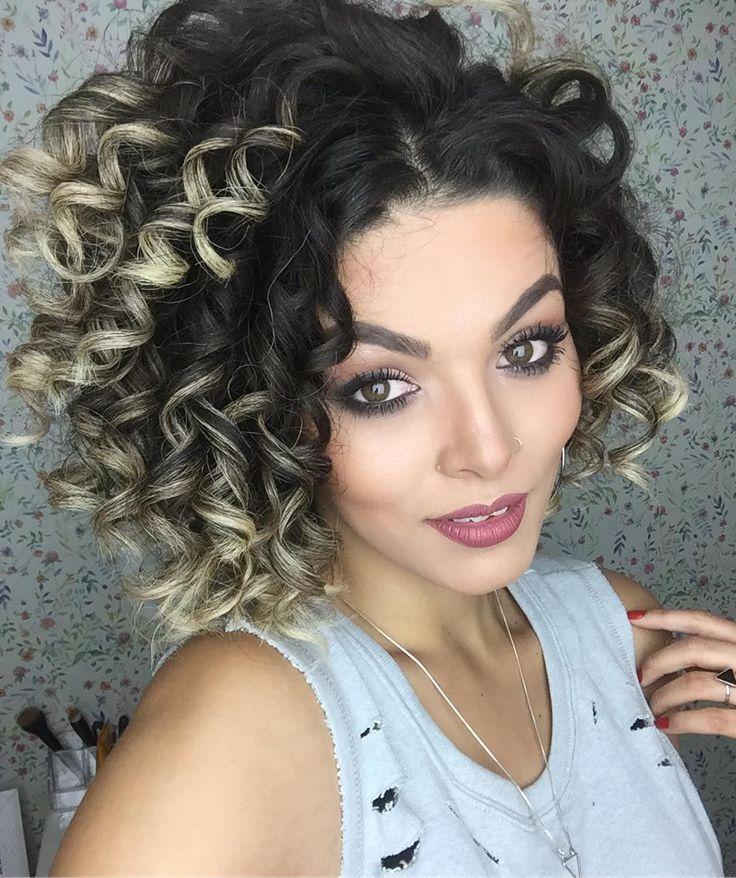 Aí está o resultado do cabelo revitalizado com o Modelador de cachos @salonlinebrasil  viu a diferença do meu cabelo natural (que sempre acham que modelo) pro realmente modelado? Hahaha mas eu AMEI tanto que logo fiz uma Make babadeira e tô tirando um milhão de fotos   vou aderir SUPER esse Modelador pra minha vida nos piores DayAfters hahahaha as Cacheadas em transição PIRAM!  #todecacho #salonline