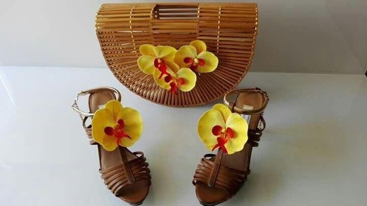 Waikiki beach : #sandals #platformsandals #sandały #sandałyplatformy #sandalen #plateausandalen #shoes #buty #schuhe #bag #handbag #torebka #handtasche #orchid #orchidea #orchidee #flower #kwiaty #blumen #wood #drewno #holz #bamboo #bambus #waikiki #waikikibeach