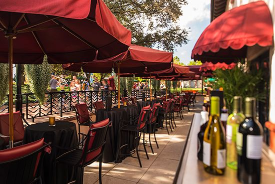 New patio lounge at The Hollywood Brown Derby Restaurant #Disney #DisneyDining #Dining #HollywoodStudios