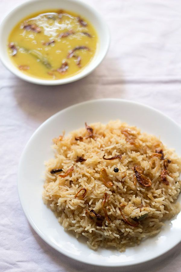 parsi brown rice - rice made with caramelization of sugar and onion. aromatic and golden with a faint sweet taste. #parsicuisine #brownrice #ricerecipes indianrecipes