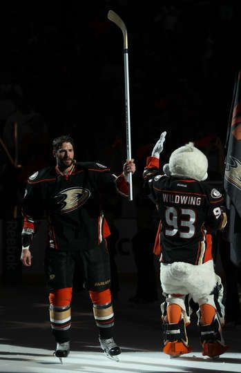 Ryan Kesler #17 of the Anaheim Ducks acknowledged the fans after the game against the Los Angeles Kings on March 18, 2015