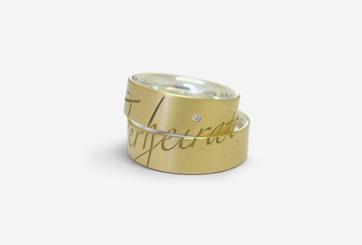 Unter dem Label Fingerglück gestaltet Iris Merkle individuelle Ringe, insbesondere Trauringe. Ideen für persönliche und individuelle Symbole von Liebenden.