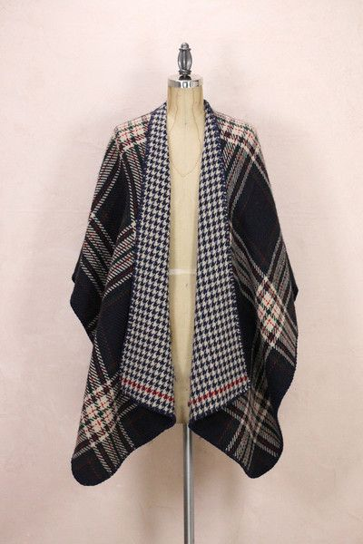 The Double Side Waterfall Poncho is designed to keep the body warm when the temperatures drop, while at the same time, look fashionable and comfortable. Soft, l