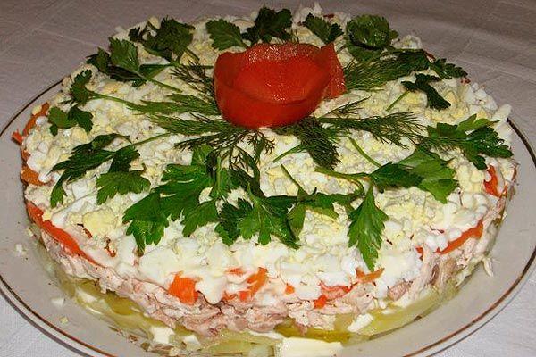 Салат «Куриный тортик» http://mysadzagotovci.ru/salat-kurinyj-tort/  Очень простой и красивый салатик, добавит к любому праздничному столу изыска. Состав: картофель 2-3 шт, лук 2 шт, куриное мясо 400 гр. (грудка, окорочек), яйцо 3-4 шт, морковка 1 большая, соленые (маринованные) огурчики 2-3 шт, майонез 200 гр, соль, черный молотый перец. Приготовление: картофель отварить в мундире, почистить порезать брусочками, куриное мясо отварить, освободить от […]