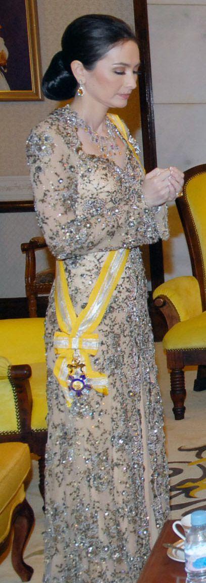Crown Princess Zara Salim of Perak, Malaysia. Wow she is gorgeous and wearing a fabulous dress and jewels.