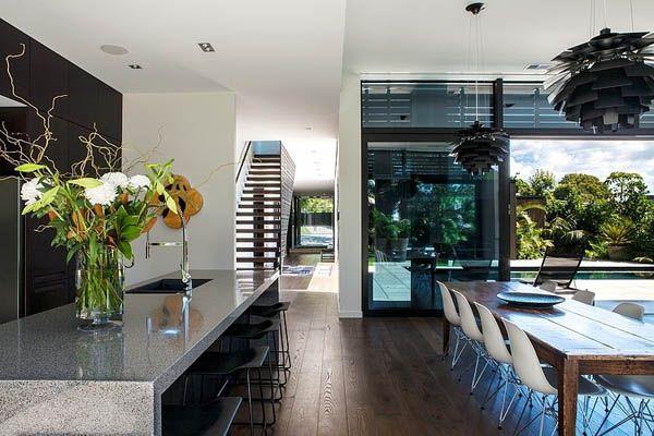 Modern house in New Zealand: Godden Cres