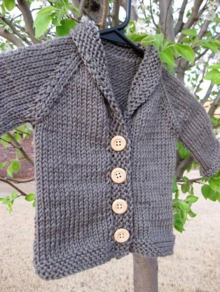 Con il lavoro a maglia potremo ottenere un bellissimo cardigan per neonati. Un lavoro unico e originale, da personalizzare con i nostri colori preferiti.