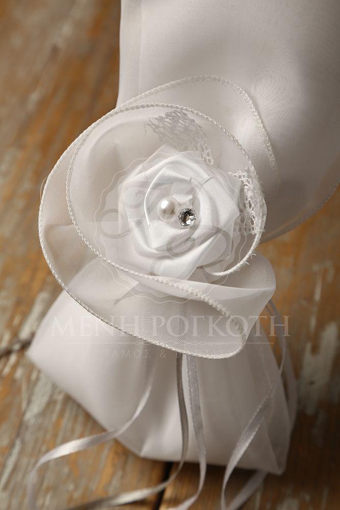c2928ad47b81 Μπομπονιέρα γάμου μαντήλι από ύφασμα με χειροποίητο σατέν λουλούδι και  δαντέλα